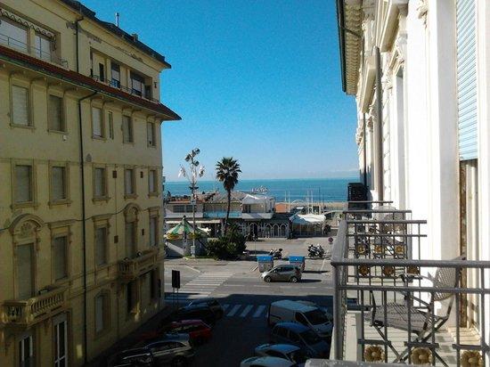 Palace Hotel: Vue du balcon de la chambre