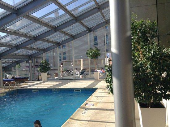 Sheraton Mendoza Hotel : Pileta cubierta