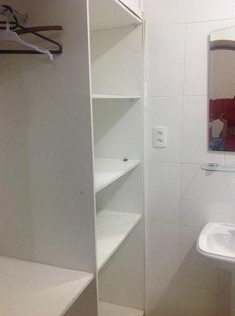 Chez les Rois : bathroom