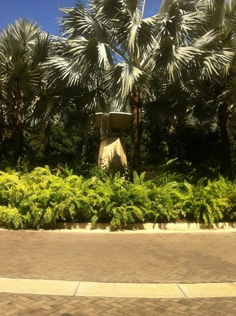 The St. Regis Bahia Beach Resort: Fountain as you enter the property