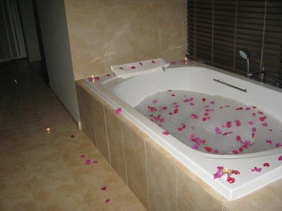 Sivory Punta Cana Boutique Hotel: The bath