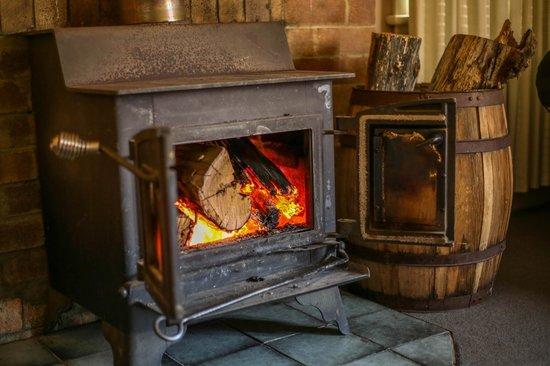 Duckmaloi Park Lodge: Fireplace