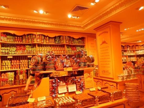 La Cure Gourmande Rivoli: Perfect merchandising