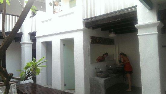 Layang Layang Guest House: Saubere Bäder, Toiletten und Duschen