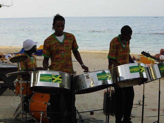 Iberostar Grand Hotel Rose Hall: beach band
