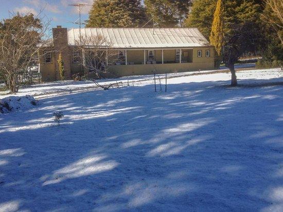 Duckmaloi Park Lodge: Outside View Snow 4