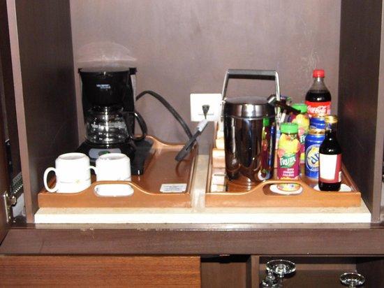 Iberostar Grand Hotel Rose Hall: coffee above mini bar