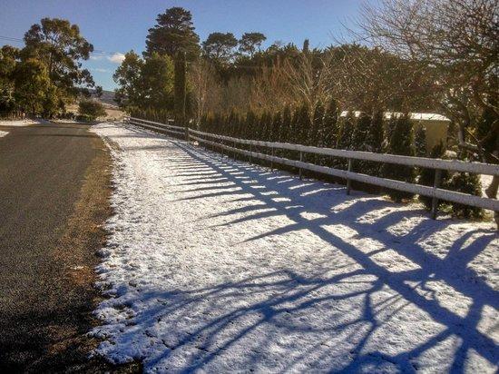Duckmaloi Park Lodge: Outside View Snow 5
