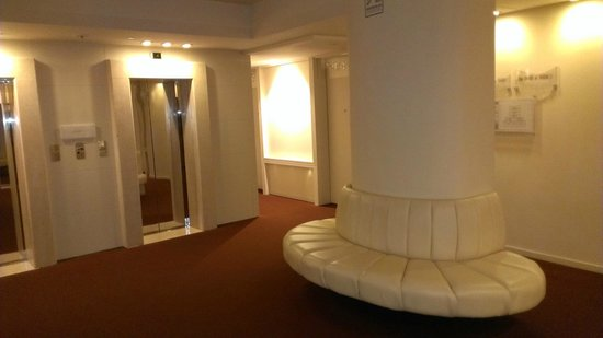 Hilton Florence Metropole : Elevator landing on our floor