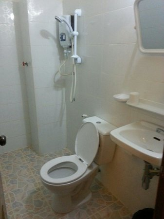 Sweet Dreams Guesthouse: Spotless bathroom