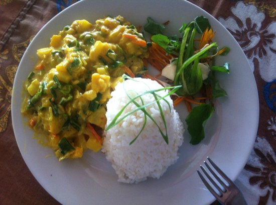 Lonnoc Beach Bungalows: Yummy Pawpaw curry