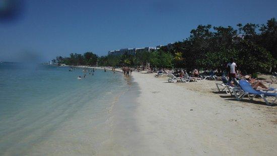 Hotel Riu Montego Bay: a walk along the beach