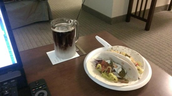 Staybridge Suites Hot Springs: free dinner, even ice the mugs!