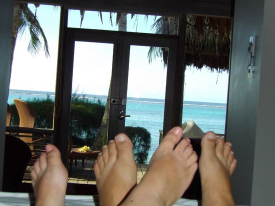 Little Polynesian Resort : Relaxing from our king size bed