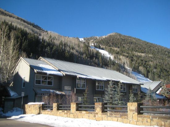 Mountainside Inn: You can see Lift #7 on the right