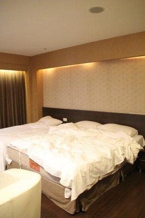 VIP Hotel: シングルとダブル(というより大きめのシングル)、2つのベッド