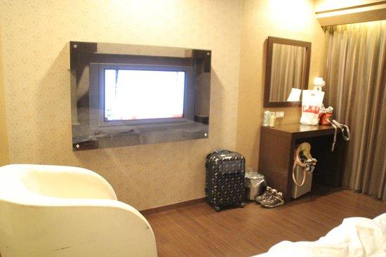 VIP Hotel: ソファーが1つ置いてあった。