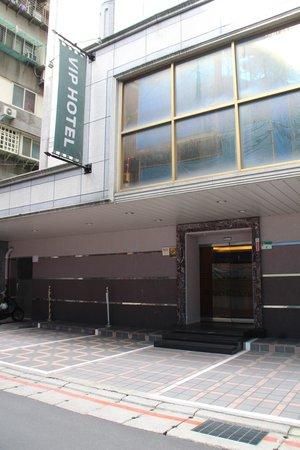 VIP Hotel: ホテル外観