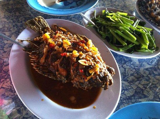 Tondano, Indonesia: 魚中心の料理