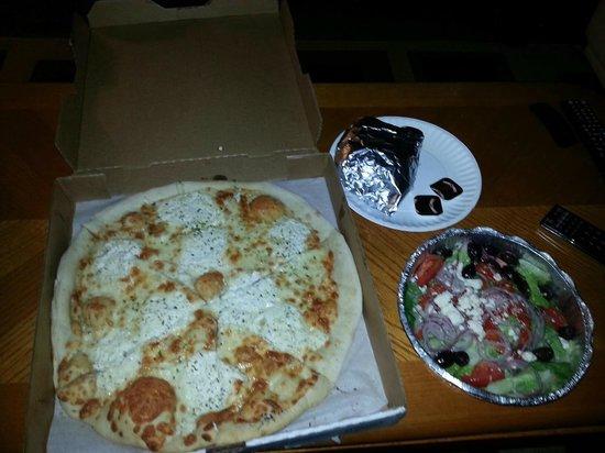 Bella Luna Pizzeria Inc: p