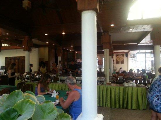 The Viridian Resort : Buffet table