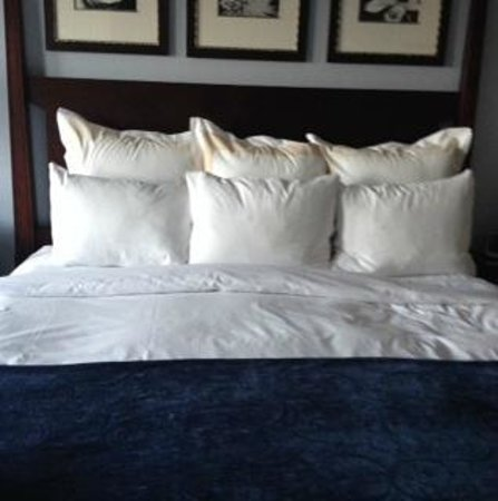Marriott's OceanWatch Villas at Grande Dunes: There is nothing more heavenly than a Marriott bed!