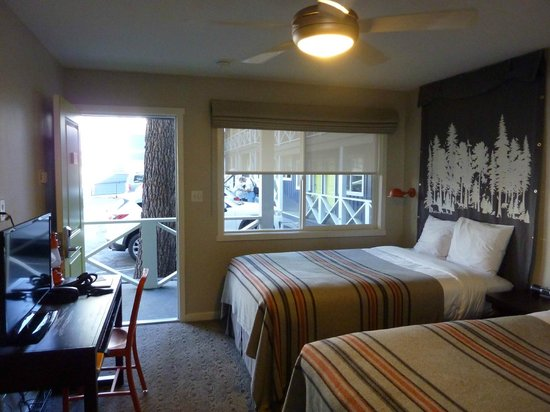 Basecamp South Lake Tahoe: Cozy room with great decor
