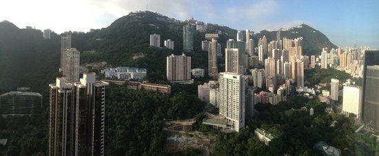 Island Shangri-La Hong Kong : View from my Horizon Club Peak View room