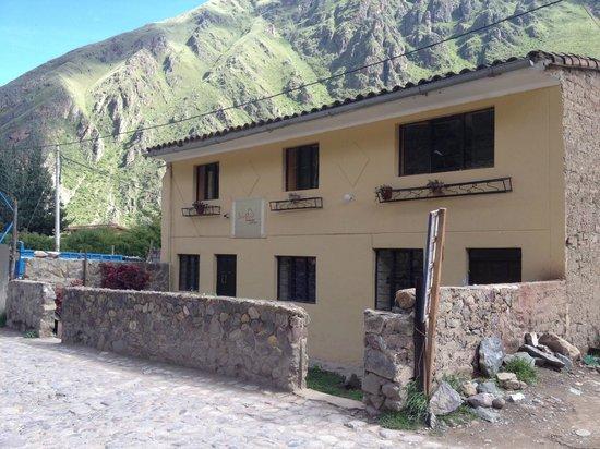 Janaxpacha Hostel: Entrance from the street