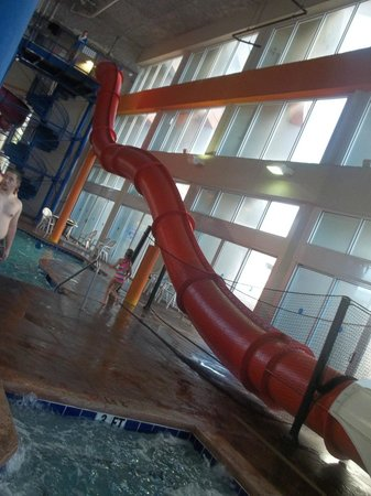 Dunes Village Resort: water slide from hell...in the palms bldg-not for small kids