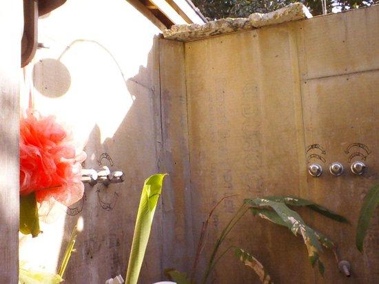 Everglades International Hostel: the outside shower
