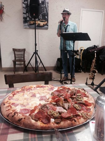Authentic New York Pizza: Live jazz tonight with a huge amazing tasty pizza!