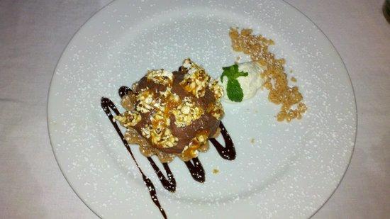 El Quenepo : peanut butter cup, chocolate mousse dessert