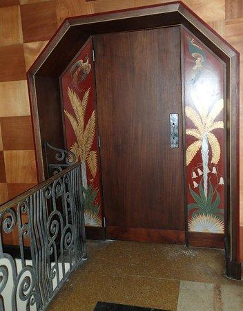 Bacardi Building : doors inside the bar