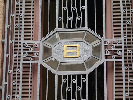 Bacardi Building : close up of window, front of building