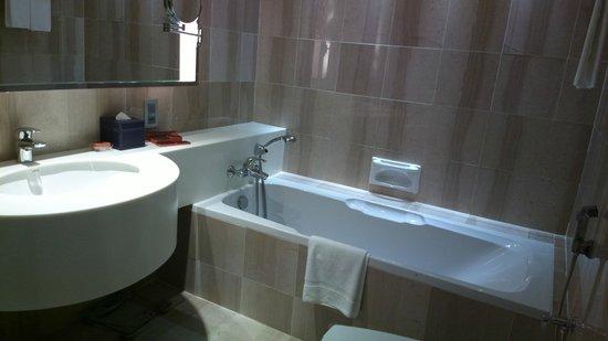 Pullman Kuala Lumpur Bangsar : bathroom...