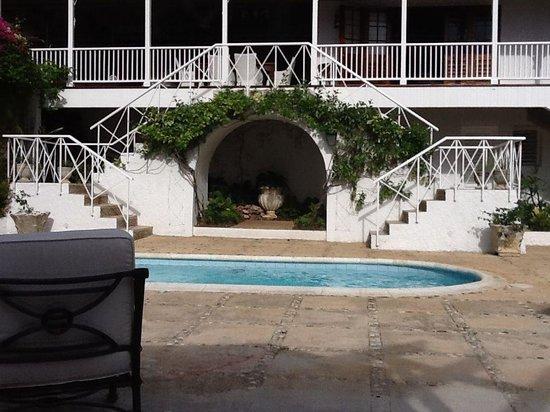 Round Hill Hotel & Villas: Villa 19 Pool Deck