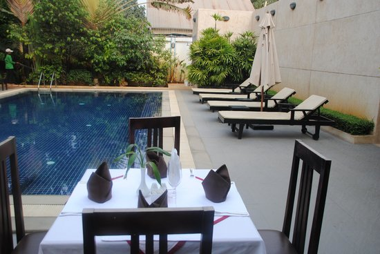 Kanitha Boutique Villa: Poolside
