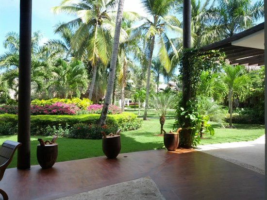 Zoetry Agua Punta Cana: Grounds from reception area