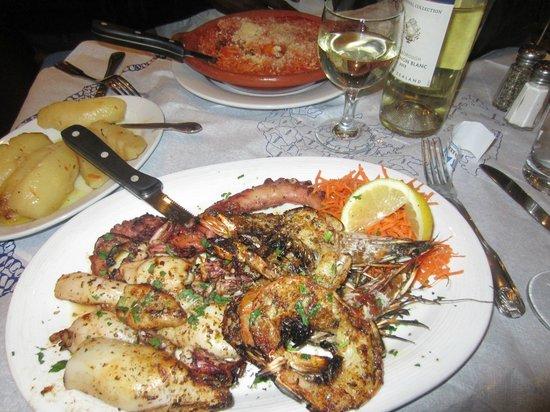 Stamna Greek Taverna: Dinner at Stamna