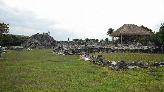 Ruines El Rey (Zona Arqueologica El Rey) : small pyramid