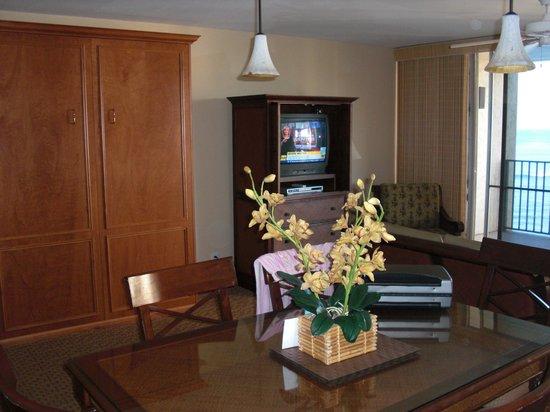 Hololani Resort: Hololani unit 501 front room
