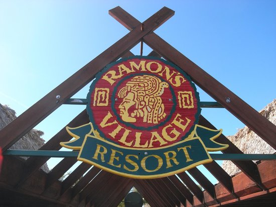 Ramon's Village Resort: Sign at dock
