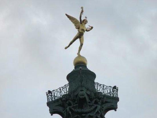 Place de la Bastille : 金色のエルメス像