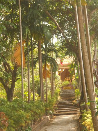 Coi Nguon Phu Quoc Hotel: garden temple