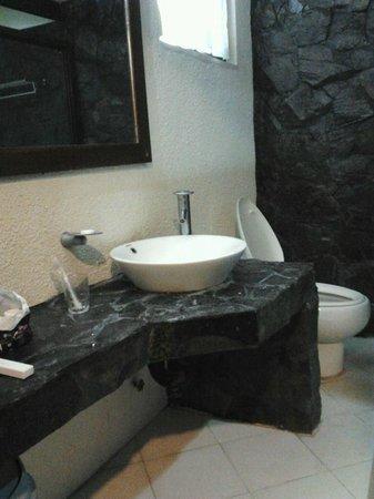 Hotel Dominique: clean toilet