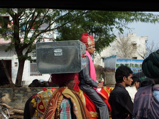 Chandra Niwas Homestay: Indian wedding procession