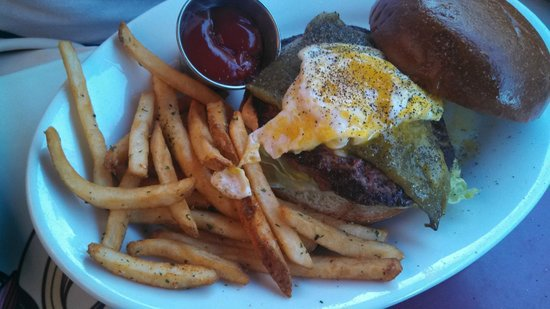 Carnation Cafe: Green Chile Cheeseburger