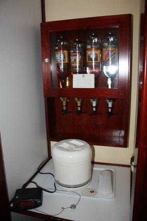 ClubHotel Riu Bachata: Бар в номере