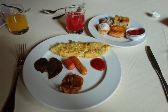 Sokha Angkor Resort: breakfast